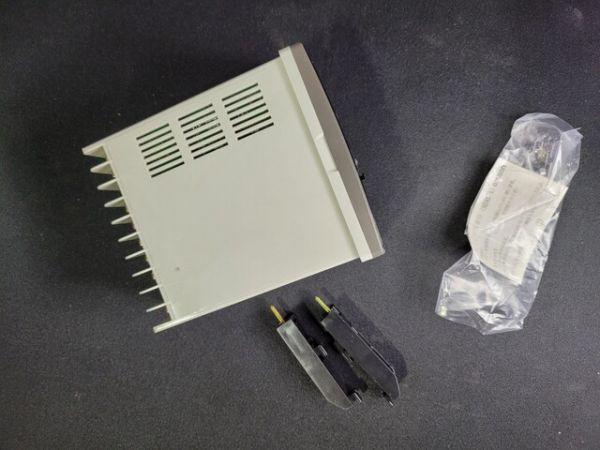 YAMATAKE-HONEYWELL SDC20 Used TEMPERATRE CONTROLLER MODEL: C206DA00101